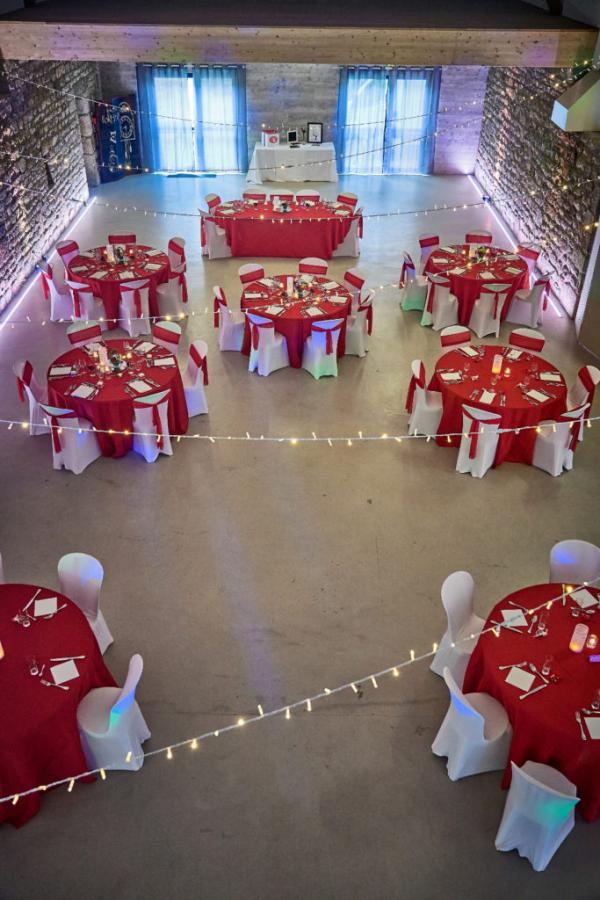 So romantic! Le mariage de C&K en rouge et blanc... 9