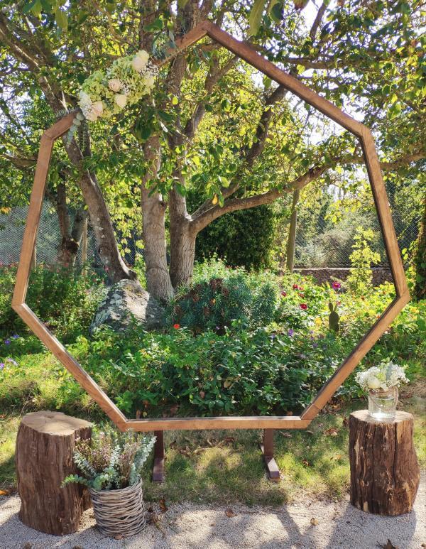 Arche géométrique en bois et métal 1