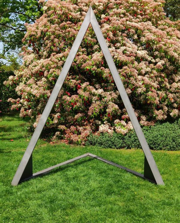 Arche triangulaire en métal 1