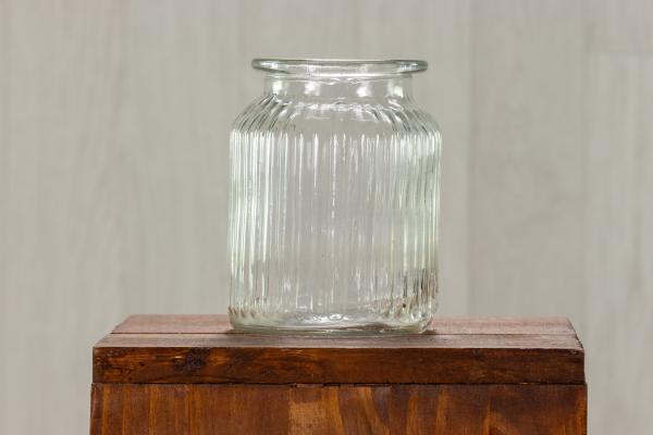 Vase en verre strié 1