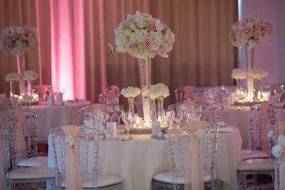 Le pouvoir des fleurs! Le mariage chic et fleuri de K&R