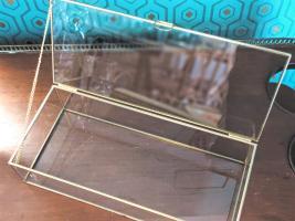 Urne / boîte en verre et métal doré