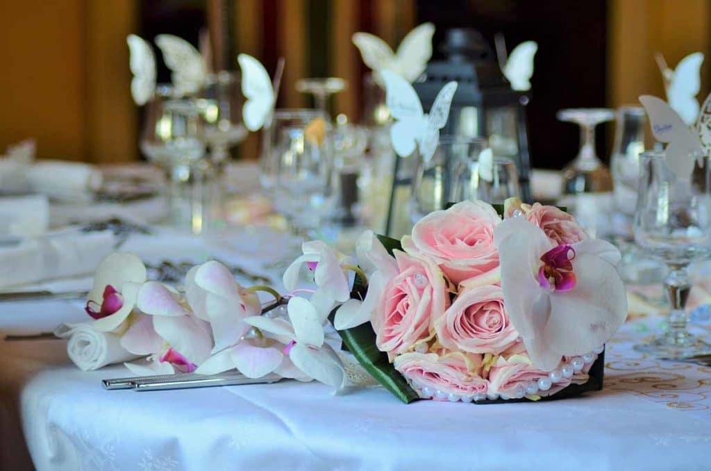Mariage décoration table bouquet roses