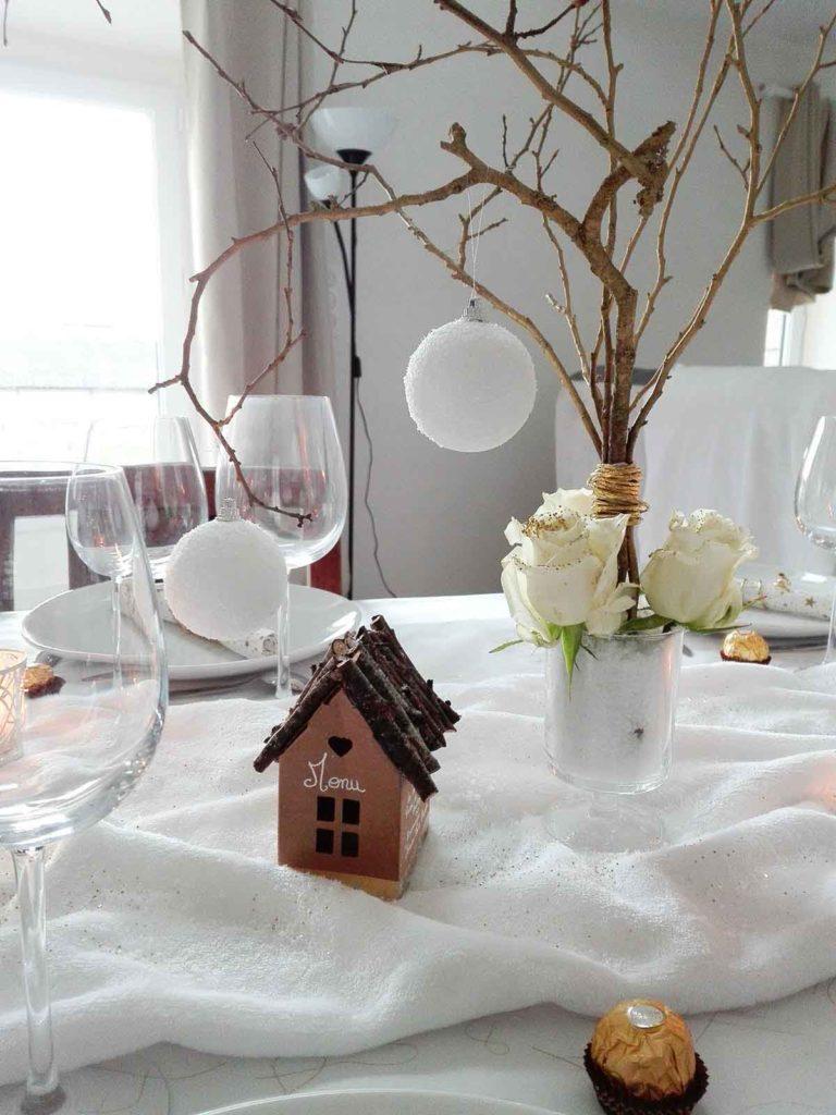 Noel décoration table petite maison bois