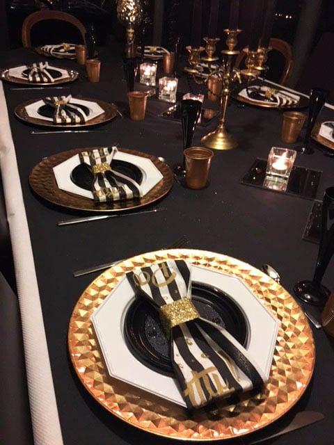 Nouvel an décoration assiette or et noir