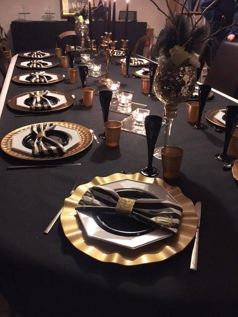Nouvel an décoration assiettes or et noir